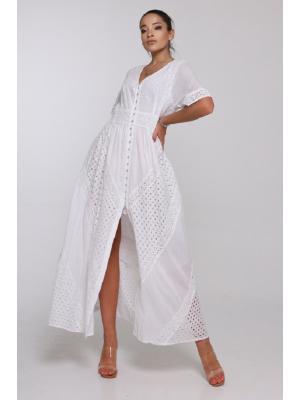 Длинное платье белого цвета с кружевными вставками 21F-037С