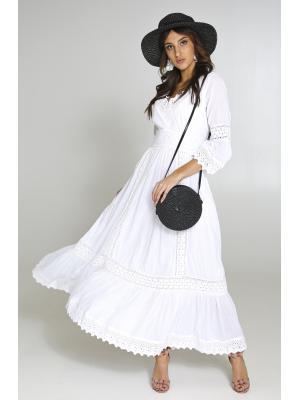Длинное платье белого цвета с кружевными вставками 2507F-1C