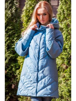 Голубая куртка с капюшоном