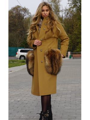 Утепленное пальто с накладными карманами из меха енота M730-g