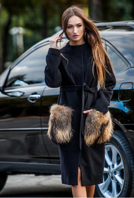Утепленное пальто с накладными карманами из меха енота M730-ch